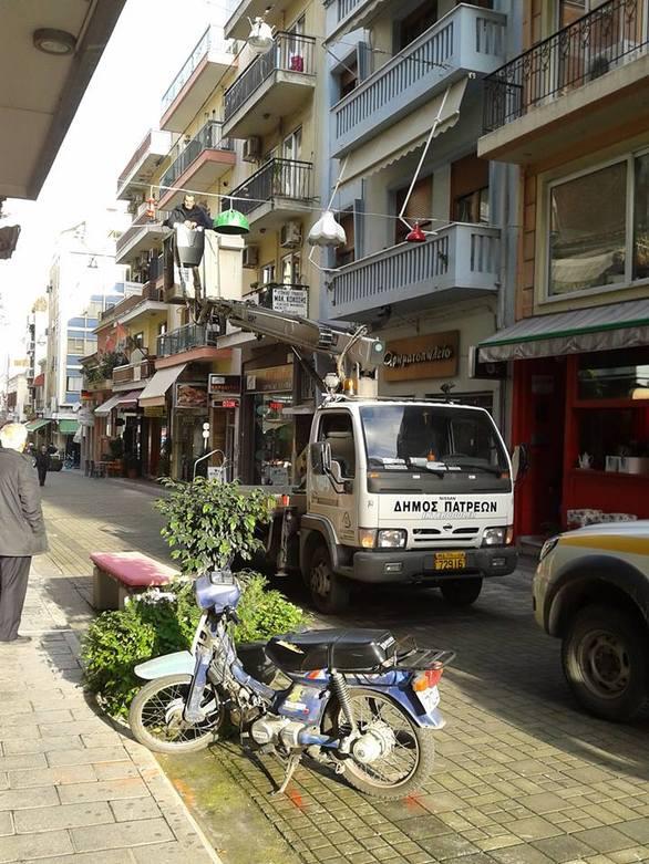 Πάτρα – Παντανάσσης: Τους ξήλωσε ο Δήμος τα φωτιστικά που οι ίδιοι έβαλαν!
