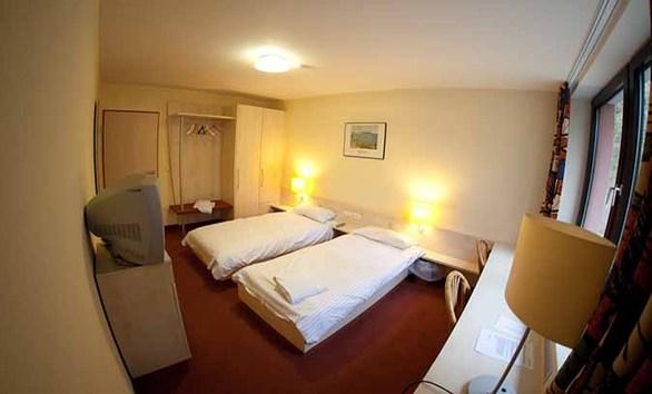 Το δίκλινο δωμάτιο που μοιράζονται οι υποψήφιοι εργαζόμενοι της Ryanair