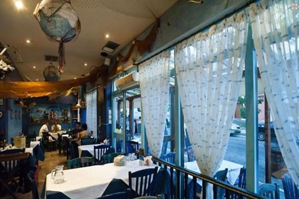"""""""Κρασοκατανυκτική"""" Μ. Παρασκευή στην Πάτρα - Γέμισαν εστιατόρια και μεζεδοπωλεία!"""