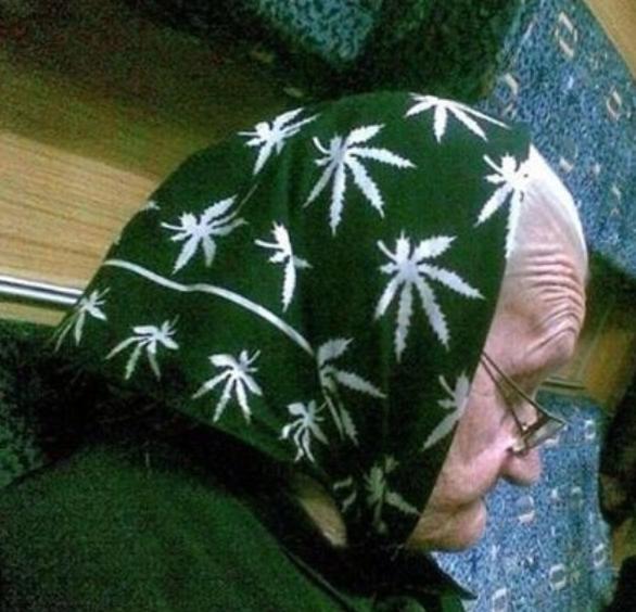 Κάνει θραύση -  Δείτε τι φοράει αυτή η γιαγιά (pic)