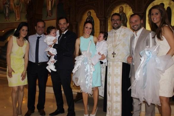 Η Καλομοίρα βάφτισε τα δίδυμα αγόρια της (pics)