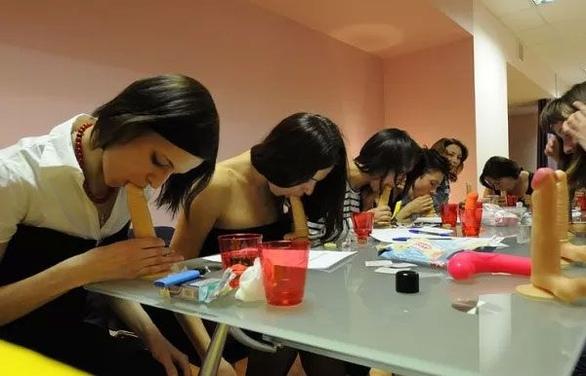 Στη Μολδαβία λειτουργούν σχολές... στοματικού έρωτα (pics)