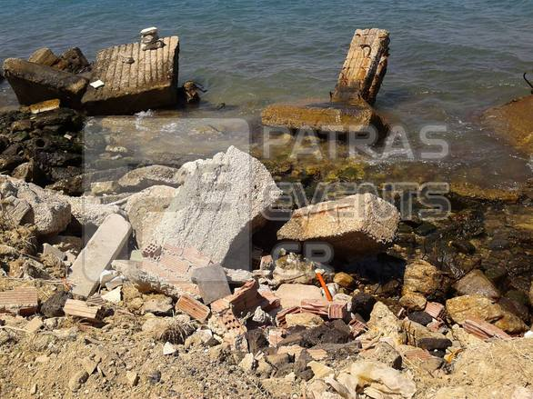 """Ενώστε την Πάτρα με τη θάλασσα της! – Τι συναντήσαμε σε """"βόλτα"""" στο Φάρο και στη παραλιακή ζώνη (pics)"""