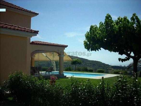 Ξεκόλλα, αν θες πισίνα... αγόρασέ την - Αυτά τα υπερπολυτελέστατα σπίτια είναι στην Πάτρα!