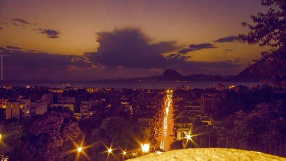 Όταν κοιτάς από ψηλά (τέρμα στις σκάλες της Αγίου Νικολάου) μοιάζει η Πάτρα με ζωγραφιά! (pic)