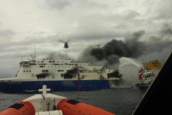 Norman Atlantic: Διάσωση-θρίλερ μόνο από ελικόπτερα (pics+vids)