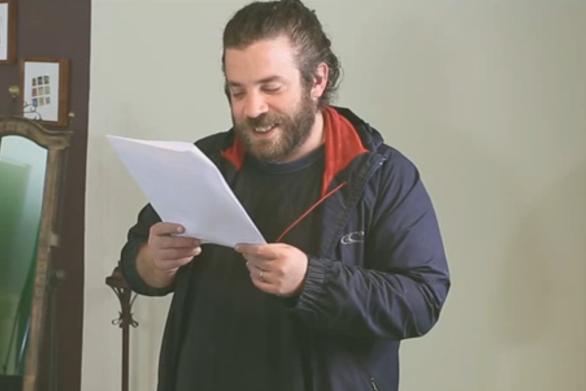 Ο Κοντοπίδης έπιασε στο στόμα του... τους Πατρινούς και «λιώσαμε» στο γέλιο! (video)