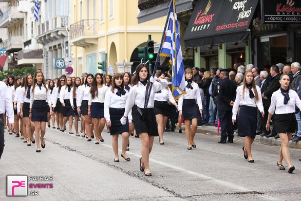 Με ομπρέλες η παρέλαση στην Πάτρα - Αναλυτικά ο καιρός!