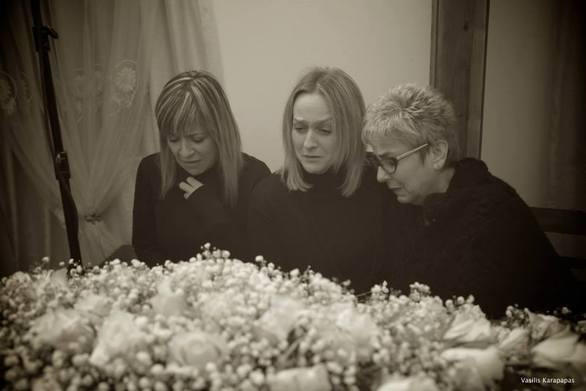 Φωτογραφίες από μία κηδεία... στην Πάτρα!