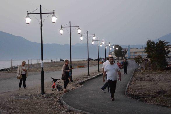 Φωτίστηκε το πάρκο της Ακτής Δυμαίων! (Δείτε φωτο)