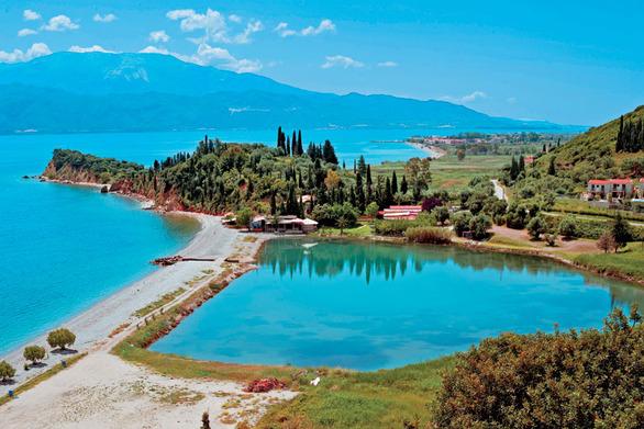 O καλοκαιρινός παράδεισος που απέχει λίγα χλμ από την Πάτρα...