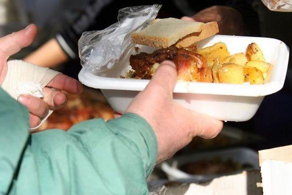 """Πάτρα: Ο Δήμος εφαρμόζει """"delivery"""" για τους άπορους που δεν μπορούν να βγουν από το σπίτι τους!"""