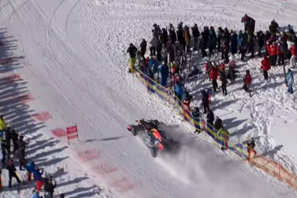 Μονοθέσιο της Formula 1 τρέχει σε... πίστα σκι! (video)