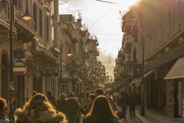 Τα Σάββατα στην Πάτρα είναι για βόλτα και καφέ! (φωτο)