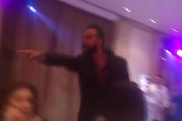Ο Πάνος Μουζουράκης κάνει χαμό στον γάμο της πρώην του (video)