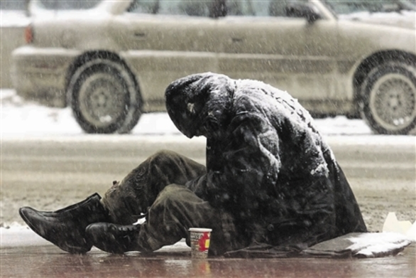 """Τουλάχιστον 17 άστεγοι κυκλοφορούν σαν """"σκιές"""" στους δρόμους της πόλης"""