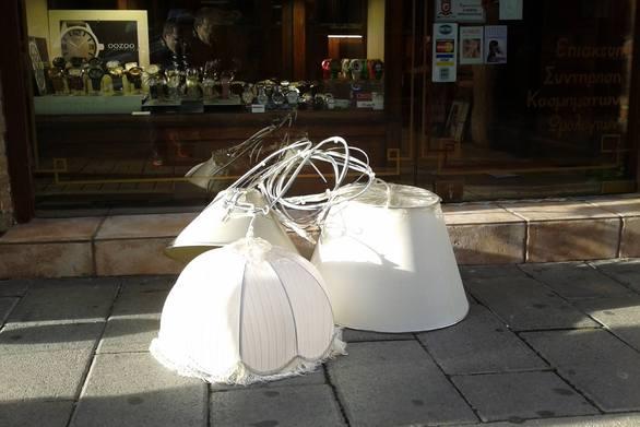 Παντανάσσης: Τους ξήλωσε ο Δήμος τα φωτιστικά που οι ίδιοι έβαλαν!
