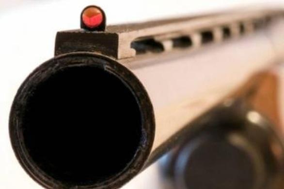 Έβγαλε το κυνηγετικό όπλο και... όποιον πάρει ο χάρος