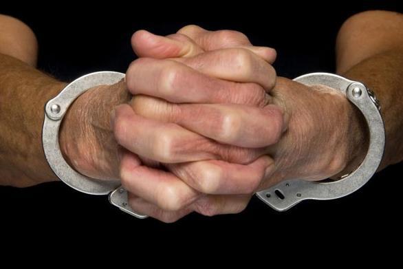 """Στον εισαγγελέα ο """"σκληρός"""" 17χρονος που εμβόλισε χθες μοτοσυκλέτα αστυνομικών"""
