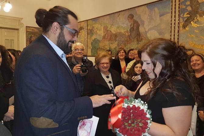 Πάτρα: Το… ωραιότερο ρεπορτάζ για την Κωνσταντίνα Τσιάμη έγινε στο Δημαρχείο (pics)