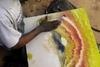 Καλλιτέχνης του... δρόμου ζωγραφίζει με τα δάχτυλα (video)