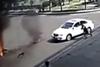 Βίντεο σοκ - Οδηγός μοτοσικλέτας τυλίχτηκε στις φλόγες μετά από τρακάρισμα