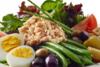 Η σαλάτα νισουάζ με... ελληνικό τρόπο