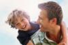 Έρευνα - Πιο ελκυστικοί για τις γυναίκες οι μπαμπάδες με ωραίους... γιους!