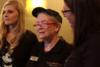 Το δώρο σε μια ηλικιωμένη που προκαλεί συγκίνηση (pics+video)