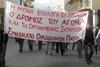 Πάτρα: Μπήκαν στο... φέρετρο για να διαμαρτυρηθούν για τη κατάργηση των βαρέων ενσήμων! (pics)