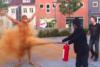 ''Μπάνιο'' με... κανέλα για τους 25χρονους στη Δανία (pics)