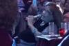 Η Μαίρη Χρονοπούλου πήγε μπουζούκια και τραγούδησε... «Του αγοριού απέναντι» (vids)