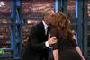 Το φιλί της Γερμανού στον Κωστόπουλο - Του έκανε δώρο παντόφλες (video)