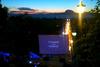 Σκάλες Αγ. Νικολάου - Σινεμά κάτω από τα αστέρια, με μπύρες στα χέρια και μάλιστα δωρεάν!