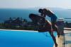 Κώστας Σόμμερ: Βουτιές με την Ναυσικά στην πισίνα (video)