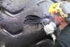 Επισκευάζοντας ένα ελαστικό αξίας 30.000 δολαρίων (video)