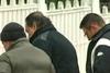 Συντετριμμένος αποχαιρέτησε τη μητέρα του, ο Βασίλης Καρράς (video)