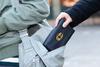 Αίγιο: Μπήκε σε κατάστημα και αφαίρεσε από τσάντα χρήματα και προσωπικά έγγραφα