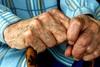 Πάτρα: Εφιαλτικές στιγμές για ηλικιωμένο - Μπήκαν στο σπίτι του και τον λήστεψαν