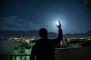 Το… 'φεγγάρι του λουλουδιού' ή αλλιώς η Πανσέληνος του Μαΐου από τα μπαλκόνια της Πάτρας (pics)