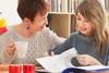 Πώς το άγχος των εξετάσεων επηρεάζει τους γονείς μεταφέροντας πίεση στα παιδιά