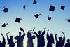 Πανεπιστήμιο ζήτησε από τις φοιτήτριες να φορέσουν ντεκολτέ στην τελετή αποφοίτησης!