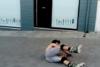 Αστείες τούμπες με skaterolls στο κέντρο της Πάτρας! (video)