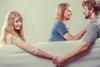 Ποια είναι η σχέση της απιστίας με τον αριθμό των παιδιών;