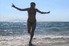 Στην παραλία της Καλόγριας, η Σμαράγδα Καρύδη! (φωτο)