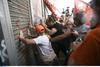 Ένταση στην πορεία της ΠΟΕ-ΟΤΑ στην Αθήνα (pics+vids)