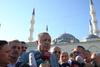 Λιποθύμησε ο Ερντογάν μέσα σε τζαμί λόγω... Ραμαζανιού