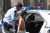 Έτων 11 ο διαρρήκτης - Άνοιξε αυτοκίνητο στο κέντρο της Πάτρας!