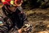 Συγκινητικό - Πυροσβέστης στον Κάλαμο σώζει σπουργίτι (pics)