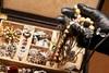 Αίγιο - Άγνωστοι διέρρηξαν οικία και αφαίρεσαν διάφορα κοσμήματα